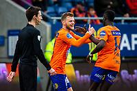 1. divisjon fotball 2018: Aalesund - Mjøndalen. Aalesunds Adam Örn Arnarson (t.v.) og Pape Gueye feirer 2-1 i førstedivisjonskampen i fotball mellom Aalesund og Mjøndalen på Color Line Stadion.