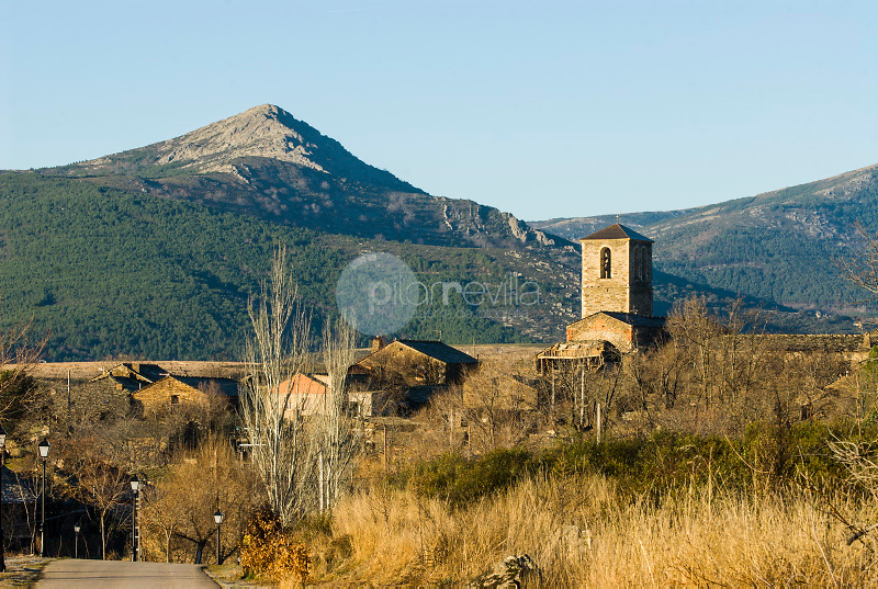 Campillo de Ranas. Pueblos de la Arquitectura Negra. Parque Natural Sierra Norte.  Guadalajara ©Antonio Real Hurtado / PILAR REVILLA