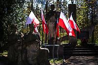 Bialystok, 09.05.2021. Obchody Dnia Pobiedy - Dnia Zwyciestwa w 76. rocznice zakonczenia II wojny swiatowej, zorganizowane przez Rosyjskie Stowarzysznie Kulturalno-Oswiatowe w Polsce (RSKO). Dzien Pobiedy jest obchodzony w rocznice zwyciestwa nad faszyzmem i zakonczenia 2. Wojny Swiatowej w Europie. W Europie Zachodniej to swieto obchodzi sie 8 maja a w Rosji 9 maja. N/z pomnik Wdziecznosci dla Armii Czerwonej przeniesiony tu z parku Planty w 1990 roku fot Michal Kosc / AGENCJA WSCHOD