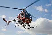 Nederland, Noord-Holland, Hilversum, 04-03-2008; helikopter van het type Hughes 300 landt op het vliegveld in Hilversum; de helikopter wordt veel gebruikt voor luchtfotografie en voor inspectievluchten (leidingen, waterschappen); rondvlucht, schouwen, inspectie, luchtfotograaf, .helicopter, heli, vliegen.luchtfoto (toeslag); aerial photo (additional fee required); .foto Siebe Swart / photo Siebe Swart