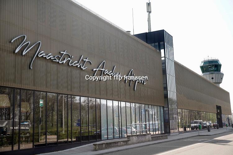 Nederland, Maastricht, Beek, 9-4-2020  Vliegveld Maastricht - Aken airport in Zuid-Limburg. Foto: Flip Franssen