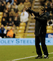 Photo: Leigh Quinnell.<br /> Wolverhampton Wanderers v Leeds United. Coca Cola Championship. 17/12/2005. Wolves boss Glenn Hoddle shouts at his team.