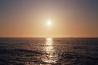 Solen går ned i havet utenfor Vigra en sommerkveld i mai.<br /> Foto: Svein Ove Ekornesvåg