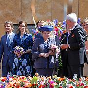 NLD/Veenendaal/20120430 - Koninginnedag 2012 Veenendaal, koninging Beatrix, Willem-Alexander, Maxima, Maurits en partner Marilene van den Broek, Floris en partner Aimee Sohngen