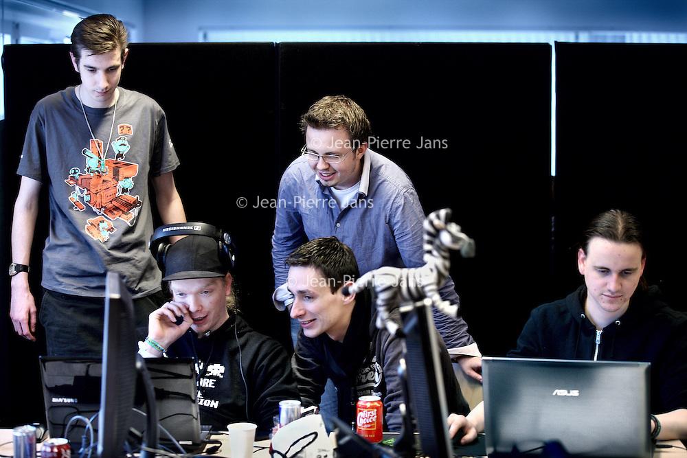 Nederland, Amsterdam , 26 januari 2013..Eén van de meest creatieve weekenden op het gebied van gameontwikkeling vindt komend jaar weer plaats bij de Hogeschool van Amsterdam (HvA). In het weekend van 25, 26 en 27 januari 2013 wordt voor de tweede keer op rij bij de HvA een Global Game Jam georganiseerd...De Global Game Jam is het grootste game-jam-evenement ter wereld, dat jaarlijks rond eind januari plaatsvindt. Duizenden game-enthousiastelingen komen gedurende een weekend verspreid over honderden locaties over de hele wereld samen om binnen 48 uur in teamverband games te ontwikkelen. In januari 2012 is er tijdens de Global Game Jam op 242 locaties in 47 landen meer dan 2000 games ontwikkeld, waarmee uiteindelijk een Guinness World Record in de wacht is gevestigd...Foto:Jean-Pierre Jans