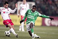 Fotball<br /> Frankrike<br /> Foto: DPPI/Digitalsport<br /> NORWAY ONLY<br /> <br /> FOOTBALL - FRENCH CHAMPIONSHIP 2007/2008 - L1 - AS SAINT ETIENNE v OLYMPIQUE LYONNAIS - 27/01/2008 - BLAISE MATUIDI (ASSE) / MARC CROSAS (LYON)<br /> <br /> Lyon