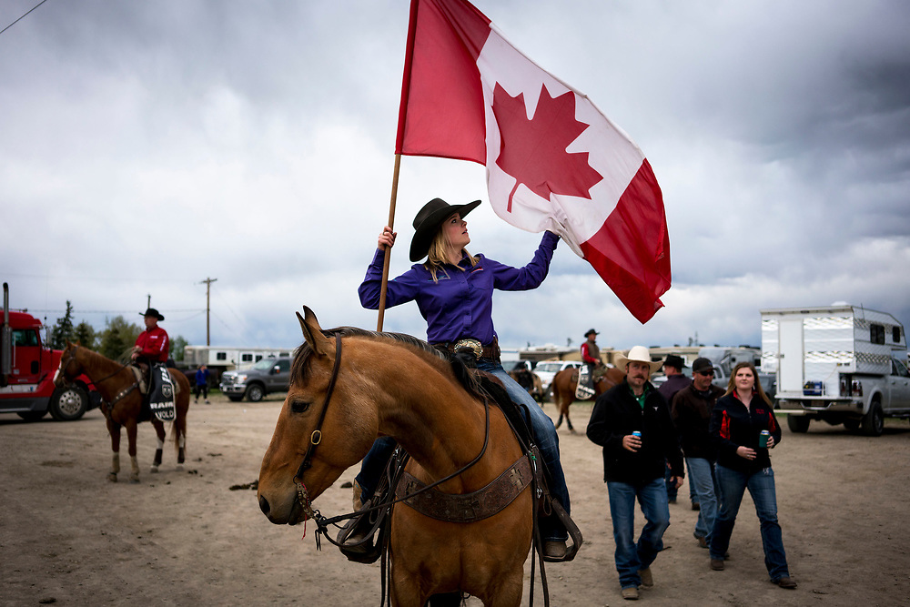 during the rodeo in Stavely, Alta., Saturday, May 13, 2017./Todd Korol