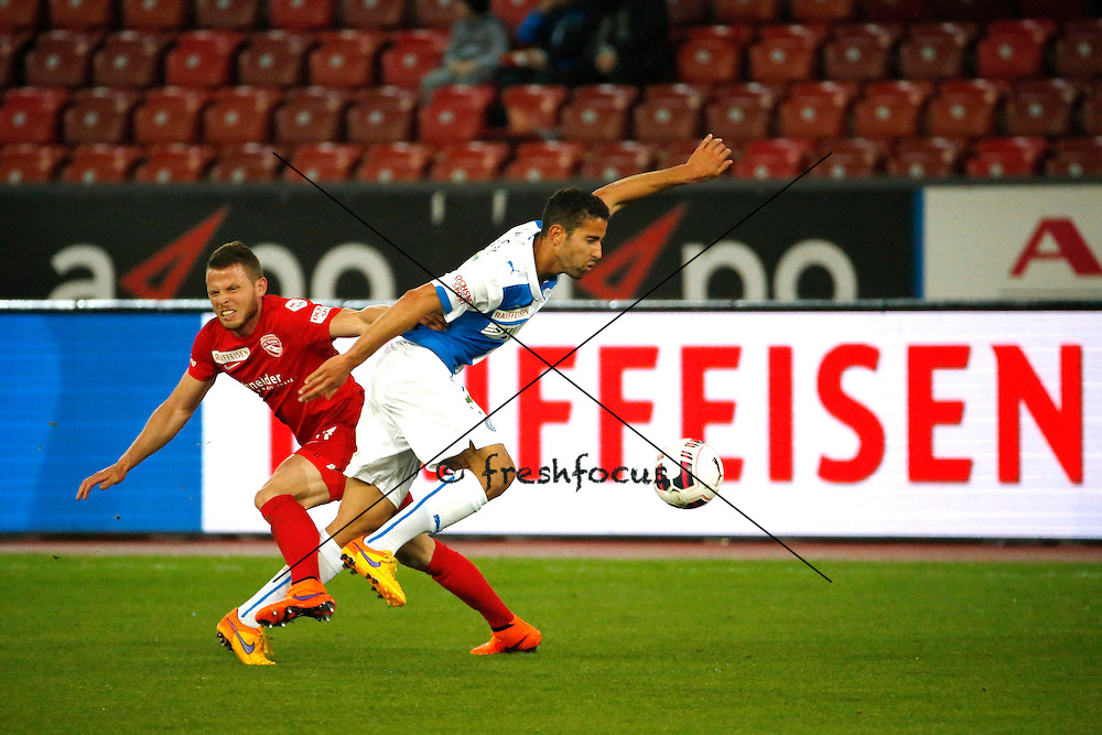 29.04 2015; Zuerich; Fussball Super League - Grasshopper Club - FC Thun; Stefan Glarner (Thun) gegen Nassim Ben Khalifa (GC) vor Raiffeisen Bank Werbung (Andreas Meier/freshfocus)