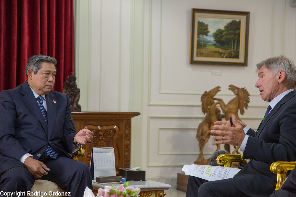 Actor and environmental activist Harrison Ford (right) talks to the President of Indonesia, Susilo Bambang Yudhoyono, at the Presidential Palace in Central Jakarta, Indonesia. <br /> Harrison Ford visited Indonesia to learn more about deforestation, as one of the correspondents for Showtime's new documentary series about climate change Years of Living Dangerously.