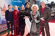 Nederlandse premiere Spider-Man Far From Home in Pathe Arena, Amsterdam.<br /> <br /> Op de foto:  Karin Bloemen met partner Marnix Busstra en dochters Eliane en Iona met partners