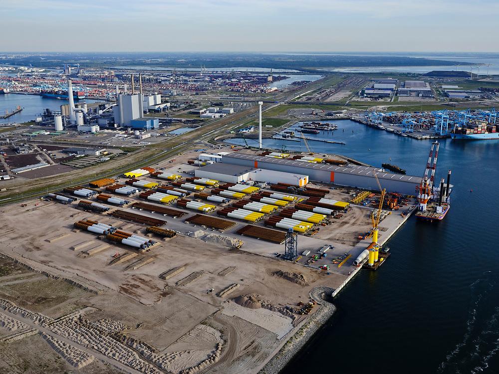 Nederland, Zuid-Holland, Rotterdam, 14-09-2019; Maasvlakte 2, Prinses Arianehaven met Sif Terminal Rotterdam (Tweede Maasvlakte, MV2), onderneming voor het bouwen van windturbines in zee en olie- en gasplatformen. Op de kade onderdelen van windmolens.<br /> Maasvlakte 2, Sif Terminal Rotterdam (Tweede Maasvlakte, MV2), a company for building wind turbines in the sea and oil and gas platforms. Parts of windmills on the quay.<br /> <br /> luchtfoto (toeslag op standard tarieven);<br /> aerial photo (additional fee required);<br /> copyright foto/photo Siebe Swart