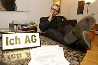 03 DEC 2002, BERLIN/GERMANY:<br /> Peter Kees, Kuenstler, nimmt die Aufforderung zur Gruendung von ICH AGs woertlich und versendet Rechnungen an Politiker in denen er Lebenszeitsleistung, Demokratische Aktivitaetspauschale und den Kultur und Kunstbeitrag seinerselbst berechnet, in seiner Wohnung, Prenzlauer Berg<br /> IMAGE: 20021203-01-012<br /> KEYWORDS: Künstler