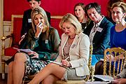 Koningin Maxima houdt een toespraak tijdens de opening van een symposium over muziekonderwijs op Paleis Noordeinde. In interactieve workshops van  Meer Muziek in de Klas buigen de ruim 200 aanwezige leerkrachten, schooldirecteuren en bestuurders zich vervolgens over de mogelijkheden om structureel muziekonderwijs te introduceren en verankeren binnen hun basisscholen. <br /> <br /> Queen Maxima delivers a speech during the opening of a symposium on music education at Noordeinde Palace. In interactive workshops More Music in the Classroom bend the more than 200 existing teachers, school principals and administrators are then the possibilities to introduce structural music and embed within their schools.