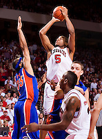 FAYETTEVILLE, AR - FEBRUARY 2:   Darian Townes #5 of the Arkansas Razorbacks takes a jump shot during a game against the Florida Gators at Bud Walton Arena on February 2, 2008 in Fayetteville, Arkansas.  The Razorbacks defeated the Gators 80-61.  (Photo by Wesley Hitt/Getty Images) *** Local Caption *** Darian Townes