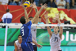07.09.2014, Krakow Arena, Krakau, POL, FIVB WM, Italien vs USA, Gruppe D, im Bild SIMONE PARODI, MATTHEW ANDERSON, MAXWELL HOLT // during the FIVB Volleyball Men's World Championships Pool D Match beween Italy and USA at the Krakow Arena in Krakau, Poland on 2014/09/07. EXPA Pictures © 2014, PhotoCredit: EXPA/ Newspix/ Tomasz Markowski<br /> <br /> *****ATTENTION - for AUT, SLO, CRO, SRB, BIH, MAZ, TUR, SUI, SWE only*****