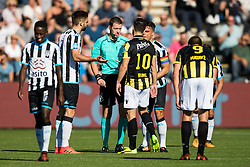 (L-R) Jamiro Monteiro of Heracles Almelo, Robin Propper of Heracles Almelo, referee Allard Lindhout, Thomas Bruns of Vitesse, Joey Pelupessy of Heracles Almelo, Tim Matavz of Vitesse during the Dutch Eredivisie match between Heracles Almelo and Vitesse Arnhem at Polman stadium on October 15, 2017 in Almelo, The Netherlands