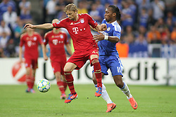19.05.2012, Allianz Arena, Muenchen, GER, UEFA CL, Finale, FC Bayern Muenchen (GER) vs FC Chelsea (ENG), im Bild Bayern's Ukrainian midfielder Anatoliy Tymoshchuk and Chelsea's Ivory Coast forward Didier Drogba in action during the Final Match of the UEFA Championsleague between FC Bayern Munich (GER) vs Chelsea FC (ENG) at the Allianz Arena, Munich, Germany on 2012/05/19. EXPA Pictures © 2012, PhotoCredit: EXPA/ Mitchel Gunn
