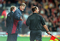 Arsenal manager Arsene Wenger argues with the linesman during the match. West Ham United 1:2 Arsenal. 21/10/2000. Credit: Colorsport / Stuart MacFarlane.
