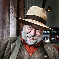 Nederland, Amsterdam , 3 september 2009.. Nederlands culinair journalist Johannes van Dam niet bij café Hoppe aan de Spuistraat zijn kranen aan elkaar..Foto:Jean-Pierre Jans