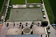 Nederland, Noord-Holland, Gemeente Lisse, 12-05-2009; Manege met ruiters in de buitenbak, tredmolen (trainingsmolen) in de voorgrond.Swart collectie, luchtfoto (toeslag); Swart Collection, aerial photo (additional fee required).foto Siebe Swart / photo Siebe Swart
