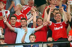 01-06-2003 NED: Amstelcup finale FC Utrecht - Feyenoord, Rotterdam<br /> FC Utrecht pakt de beker door Feyenoord met 4-1 te verslaan / Support, Publiek, Peter, Rob, Maikel, Edwin