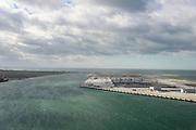 Nederland, Zuid-Holland, Rotterdam, 23-10-2013; Tweede Maasvlakte (MV2) met links Prinses Amaliahaven en rechts de Prinsen Alexiahaven. Midden aanleg nieuwe containerterminal van Rotterdam World Gateway (RWG) met diepzee kadewal voor ultragrote schepen. In de voorgrond de Prinses Arianahaven.<br /> New Maasvlakte (MV2), new harbour area Port of Rotterdam, artificial land.<br /> luchtfoto (toeslag op standard tarieven);<br /> aerial photo (additional fee required);<br /> copyright foto/photo Siebe Swart