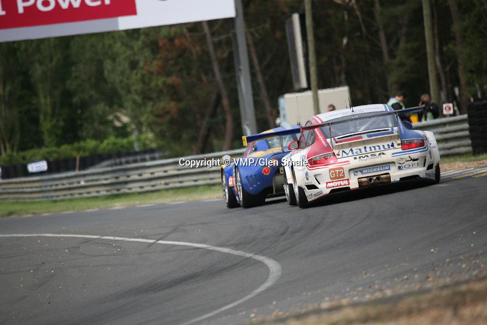 #76 Porsche 997 GT3 RSR - IMSA Performance Matmut behind #85 Spyker C8 Laviolette GT2-R - Spyker Squadron, LMGT2 Le Mans 24H 2010