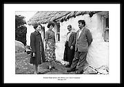 Brendan Behan, som var en irsk republikaner, avbildet sammen med sin kone, Beatrice, på besøk i.Connemara, 1959.
