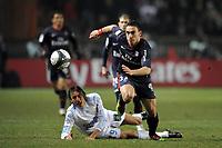 FOOTBALL - FRENCH CHAMPIONSHIP 2009/2010 - L1 - PARIS SAINT GERMAIN v OLYMPIQUE MARSEILLE - 28/02/2010 - PHOTO JEAN MARIE HERVIO / DPPI - MEVLUT ERDING (PSG) / GABRIEL HEINZE (OM)