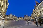 Belgie, Antwerpen, 16-9-2019Avondfoto van de grote markt met het oude stadhuis.Foto: Flip Franssen