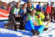 Stefan Regez, Alina Buchschacher, André Roger Weiss und Nöldi Forrer, Gewinner vom «Renzo's Schneeplausch» vom 23. Januar 2016 in Vella, Gemeinde Lumnezia.