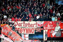 25-11-2009 VOETBAL: AZ - OLYNPIACOS<br /> Door het gelijke spel 0-0 in AZ uitgeschakeld in de Champions League / Grieks support publiek uitvak vlaggen<br /> ©2009-WWW.FOTOHOOGENDOORN.NL