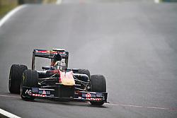 O piloto espanhol Jaime Alguersuari acelera sua Toro Rosso durante a primeira volta do Grande Prémio do Brasil de Fórmula 1, em Interlagos, São Paulo. FOTO: Jefferson Bernardes/Preview.com