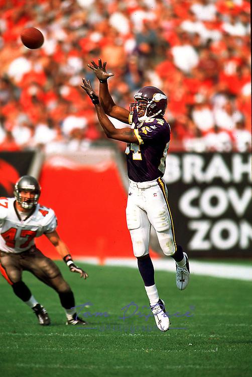 Minnesota Vikings Randy Moss plays in  game against the Tampa Bay Buccaneers circa 1998-1999<br /> (Tom DiPace )