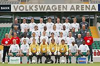 Fotball<br /> Bundesliga Tyskland 2003/2004<br /> 02.07.2003<br /> Foto: Vivien Venzke, Digitalsport<br /> <br /> VfL Wolfsburg <br /> Saison 2003/2004<br /> <br /> Hinten v.l. Zeuggwart Heribert RÜTTGER, Sven MÜLLER, Diego KLIMOWICZ, Marislav KARHAN, Marino BILISKOV, Kim MADSEN, Pablo QUATTROCCHI, Maik FRANZ, Masseuer Manfred KROSS<br /> <br /> 3.Reihe v.l. Mannschaftsarzte Dr. Andreas HERBST und Dr. Günter PFEILER, Patrik WEISER, Charles AKONNOR,       Mirko HRGOVIC, Pablo THIAM, Physiotherapeuten Madjid GLATZ und Jörg DRILL<br /> <br /> 2. Reihe v.l. Trainer Jürgen RÖBER, Co-Trainer Bernd STORCK, Hans SARPEI, Martin PETROV, Karsten FISCHER, Albert STREIT, Thomas RYTTER, Stefan SCHNOOR, Betrauer Heinz MIES, Torwart Trainer Jörg HOSSBACH<br /> <br /> vorne v.l. Roy PRÄGER, Michal JANICKI, Patrick PLATINS, Sead RAMOVIC, Simon JENTZSCH, Claus REITMAIER,     Dorinel MUNTEANU, Cedric MAKIADI