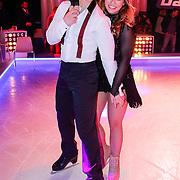 NLD/Hilversum/20130101 - 1e Liveshow Sterren dansen op het IJs 2013, Antje Monteiro en schaatspartner Ryan Shollert