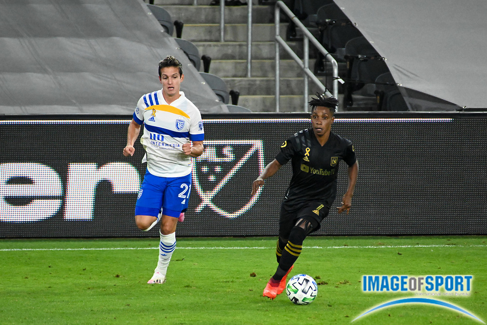 LAFC forward Latif Blessing (7) is pursued by San Jose Earthquakes midfielder Carlos Fierro (21) during a MLS soccer game, Sunday, Sept. 27, 2020, in Los Angeles. The San Jose Earthquakes defeated LAFC 2-1.(Dylan Stewart/Image of Sport)