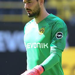 27.06.2020, xmeix, 1.Fussball Bundesliga, Borussia Dortmund - TSG 1899 Hoffenheim, empor. v.l.n.r, <br /> Roman Buerki (Borussia Dortmund)<br /> <br /> <br /> <br /> Foto: Sascha Meiser/APF/Pool/PIX-Sportfotos<br /> <br /> Nur für journalistische Zwecke!<br /> Only for editorial use!<br /> Nutzungsbedingungen: http://poolbilder.de/nutzungsvereinbarung.pdf<br /> <br /> Foto © PIX-Sportfotos *** Foto ist honorarpflichtig! *** Auf Anfrage in hoeherer Qualitaet/Aufloesung. Belegexemplar erbeten. Veroeffentlichung ausschliesslich fuer journalistisch-publizistische Zwecke. For editorial use only. DFL regulations prohibit any use of photographs as image sequences and/or quasi-video.