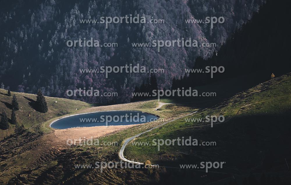 THEMENBILD - ein Speicherteich bei Sonnenuntergang, aufgenommen am 20. Oktober 2018 in Fieberbrunn, Österreich // a reservoir at sunset, Fieberbrunn, Austria on 2018/10/20. EXPA Pictures © 2018, PhotoCredit: EXPA/ JFK