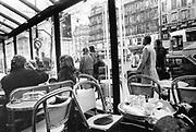 Frankrijk, La France, Parijs, Paris, 1981Satdsbeeld, straatbeeld, uit de tachtiger jaren. Cafe de Flore in de wijk St. Germain .Foto: Flip Franssen