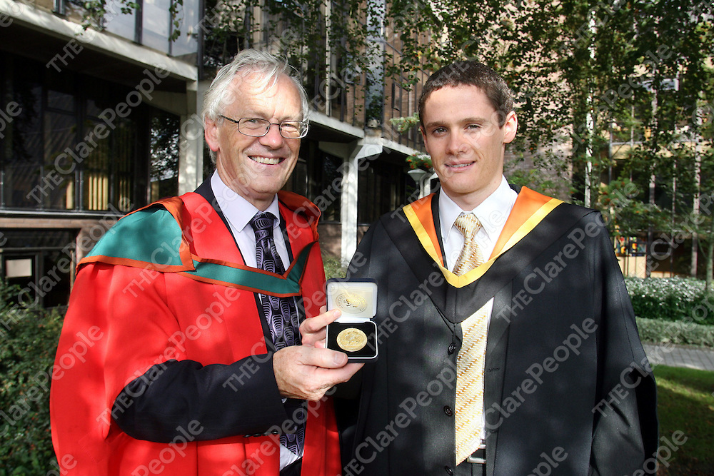 12/09/06<br />Prof Cyril Burkley, Dean College of Informatics and Electronics presents first place Overall, CLass of 2006 was Colin McNamara, Shannon CO CLare who graduated from the College of Informatics and Electronic at a conferring ceremony at the University of Limerick. Pic Sean Curtin Press 22.