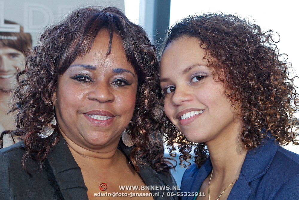 NLD/Rotterdam/20111116 - Presentatie Helden 11 magazine, Gabriella Wammes met haar zoon en moeder Francisca