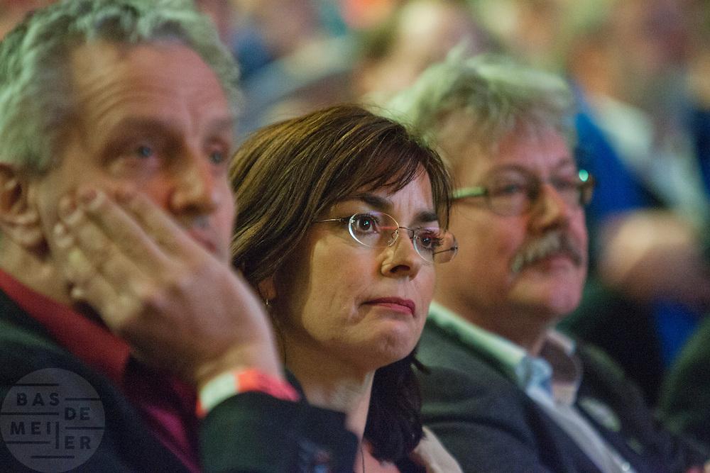 Jolande Sap tijdens het congres. Links zit Tof Thissen, rechts Henk Nijhof. In Utrecht vindt het 30e partijcongres plaats van GroenLinks. Een van de heikele punten is de missie naar Kunduz. Ook wordt een nieuwe partijvoorzitter gekozen.<br /> <br /> Poltical leader Jolande Sap at the convention. Left is senator Tof Tissen, right chairman Henk Nijhof. The Dutch party GroenLinks (Green party) holds its 30th convention in Utrecht. One of the big issues is the mission to Kunduz. They will also elect the new chairman of the party.