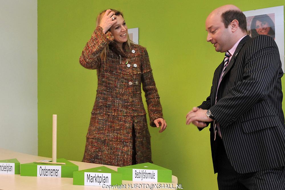 Hare Koninklijke Hoogheid Prinses Máxima der Nederlanden opent dinsdagochtend 16 maart, als lid van de Raad van Microfinanciering, het MF-ondernemerspunt STEW/FCBV in Hilversum. Na de opening laat de Prinses zich informeren over de inzet van microfinanciering en de werkwijze van dit MF-ondernemerspunt. STEW/FCBV richt zich voornamelijk op de begeleiding van ondernemers met een uitkeringsachtergrond. Daarnaast organiseert STEW/FCBV wijkgerichte projecten voor gevestigde ondernemers en trainingen om ondernemersvaardigheden verder te ontwikkelen.