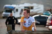 Rik Houwers heeft op vrijdagavond 132,3 km/h gereden met de VeloX4, wat net onder het huidige wereldrecord is. Het Human Power Team Delft en Amsterdam (HPT), dat bestaat uit studenten van de TU Delft en de VU Amsterdam, is in Amerika om te proberen het record snelfietsen te verbreken. Momenteel zijn zij recordhouder, in 2013 reed Sebastiaan Bowier 133,78 km/h in de VeloX3. In Battle Mountain (Nevada) wordt ieder jaar de World Human Powered Speed Challenge gehouden. Tijdens deze wedstrijd wordt geprobeerd zo hard mogelijk te fietsen op pure menskracht. Ze halen snelheden tot 133 km/h. De deelnemers bestaan zowel uit teams van universiteiten als uit hobbyisten. Met de gestroomlijnde fietsen willen ze laten zien wat mogelijk is met menskracht. De speciale ligfietsen kunnen gezien worden als de Formule 1 van het fietsen. De kennis die wordt opgedaan wordt ook gebruikt om duurzaam vervoer verder te ontwikkelen.<br /> <br /> Rik Houwers rode 82,18 mph with the VeloX4, not enough for a new record. The Human Power Team Delft and Amsterdam, a team by students of the TU Delft and the VU Amsterdam, is in America to set a new  world record speed cycling. I 2013 the team broke the record, Sebastiaan Bowier rode 133,78 km/h (83,13 mph) with the VeloX3. In Battle Mountain (Nevada) each year the World Human Powered Speed Challenge is held. During this race they try to ride on pure manpower as hard as possible. Speeds up to 133 km/h are reached. The participants consist of both teams from universities and from hobbyists. With the sleek bikes they want to show what is possible with human power. The special recumbent bicycles can be seen as the Formula 1 of the bicycle. The knowledge gained is also used to develop sustainable transport.
