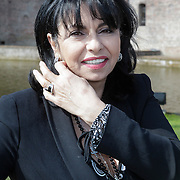 NLD/Haarzuilens/20120425 - Opening tentoonstelling Bruidjes van de Haar, Laura Fygi