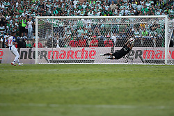 May 25, 2019 - Oeiras, Portugal - OEIRAS, PORTUGAL - MAY 25: Sporting's goalkeeper Renan Ribeiro from Brazil (R ) safes the penalty shoot of Porto's Brazilian forward Fernando Andrade (L) during the Portugal Cup Final football match Sporting CP vs FC Porto at Jamor stadium, on May 25, 2019, in Oeiras, outskirts of Lisbon, Portugal. (Credit Image: © Pedro Fiuza/NurPhoto via ZUMA Press)