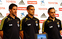 GEPA-1206087632 - NEUSTIFT IM STUBAITAL,AUSTRIA,12.JUN.08 - FUSSBALL - UEFA Europameisterschaft, EURO 2008, Nationalteam Spanien, Pressekonferenz. Bild zeigt Joan Capdevila, Juanito Gutierrez und Sergio Garcia (ESP).<br />