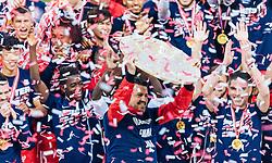 15.05.2016, Red Bull Arena, Salzburg, AUT, 1. FBL, FC Red Bull Salzburg, Meisterfeier, im Bild Trainer Oscar Garcia (Red Bull Salzburg), Jonatan Soriano Casas (Red Bull Salzburg) mit dem Meisterteller // Trainer Oscar Garcia (Red Bull Salzburg), Jonatan Soriano Casas (Red Bull Salzburg) with the Trophy during the FC Red Bull Salzburg Champions Party of Austrian Football Bundesliga at the Red Bull Arena, Salzburg, Austria on 2016/05/15. EXPA Pictures © 2016, PhotoCredit: EXPA/ JFK