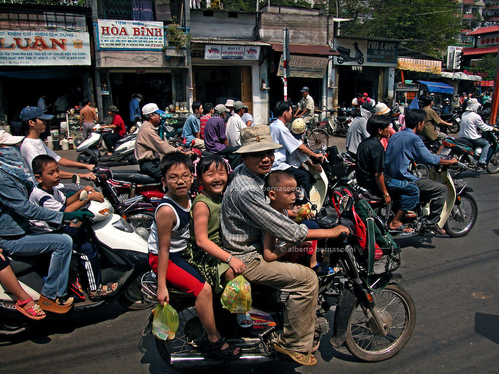 Vietnam, Ho Chi Min City: family on the motorbike.
